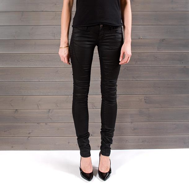 7ff022901bb QueenB - NAISTE RIIDED JA JALANÕUD - ülivinge lõikega mustad  püksid, suurus W24